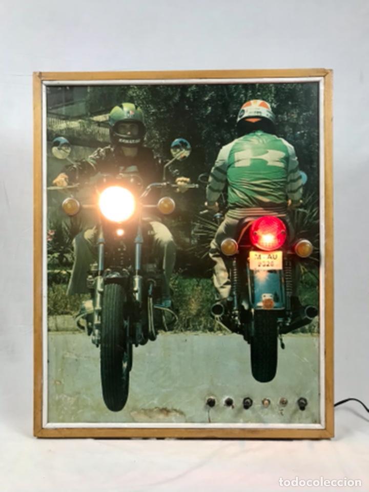Motos: ANTIGUO PANEL LUMINOSO. CARTEL APRENDIZAJE AUTOESCUELA MOTO KAWASAKI. CON LUCES. FUNCIONANDO - Foto 19 - 254816405