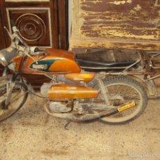 Motocicleta Derbi tricampeona funcionando