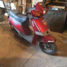 Motos: ANTIGUA MOTO / MOTOCICLETA MARCA SUZUKI PUCH DE LOS AÑOS 80 EN COLOR ROJO. Lote 58328881