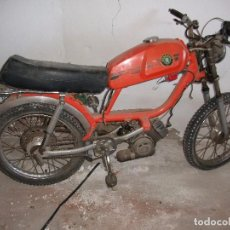 Motos: ANTIGUA MOTO PEUGEOT PARA RESTAURAR TENEMOS EL GUARDABARRO DELANTERO DOCUMENTACIÓN ANTIGUA VER FOTOS. Lote 82197484