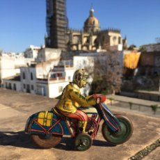 Motos: MOTO DE HOJALATA ANTIGUA SIN MARCA. Lote 105343251