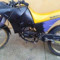 Motos: INCREÍBLE Y ANTIGUA MOTO SUZUKI FUNCIONANDO Y SOLO FICHA TECNICA. Lote 116357971
