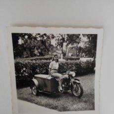 Motos - Foto de moto con sidecar de carga. Años 50. Parece una Sanglas. - 135651807