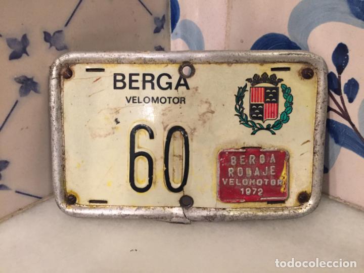ANTIGUA MATRICULA DE VELOMOTOR DE LA CIUDAD DE BERGA AÑO 1972 (Coches y Motocicletas - Motocicletas Clásicas (a partir 1.940))