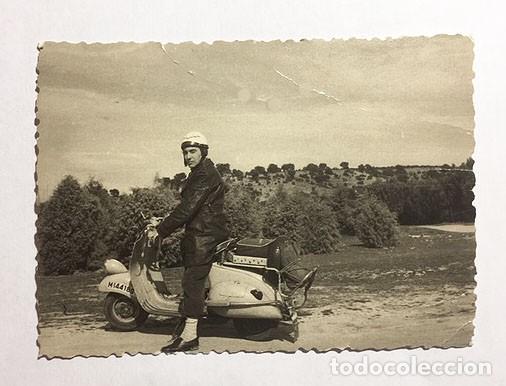 MOTO VESPA. MADRID. FOTO B/N. AÑOS 50. 10 X 7 CM. BUEN ESTADO. (Coches y Motocicletas - Motocicletas Clásicas (a partir 1.940))