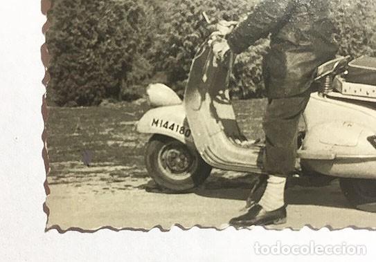 Motos: MOTO VESPA. MADRID. FOTO B/N. AÑOS 50. 10 x 7 cm. Buen estado. - Foto 2 - 156697370