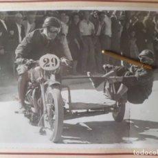 Motos: ESPECTACULAR FOTO CARRERA DE SIDECAR, POSGUERRA. Lote 178976892