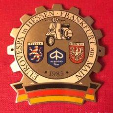 Motos: PUBLICIDAD; PLACA DE VESPA ALEMANIA. FRANKFURT.. Lote 193971290