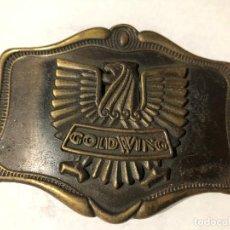Motos: ANTIGUA HEBILLA DE MOTO GOLDWING DORADA PARA CINTURON. Lote 199917078