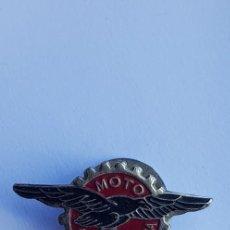 Motos: DISTINTIVO DE SOLAPA MOTO GUZZI ESPAÑOLA BARCELONA. Lote 216880798