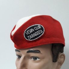 Motos: ANTIGUO GORRILLO VESPA - CLUB ZARAGOZA . ORIGINAL AÑOS 50 / 60 . MANIQUI NO INCLUIDO. Lote 278569828