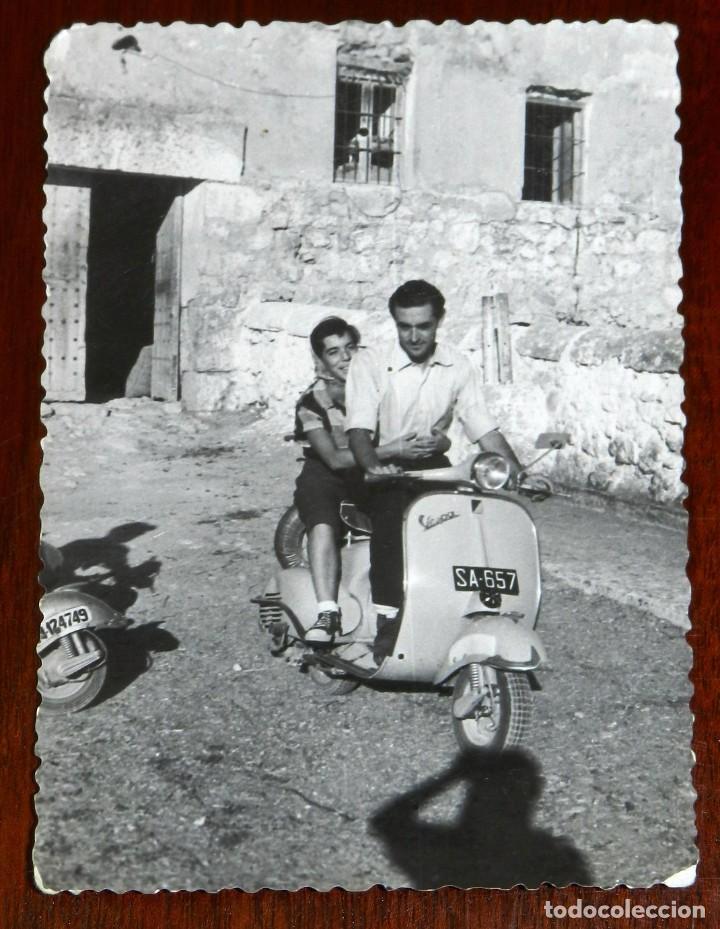 FOTOGRAFIA DE MOTO VESPA, AÑO 1958, MIDE 10 X 7 CMS. (Coches y Motocicletas - Motocicletas Clásicas (a partir 1.940))
