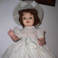 Muñeca Cayetana: PRECIOSA MUÑECA CAYETANA ANDADORA CUANDO CAMINA MUEVE LA CABEZA ,TODA ORIGINAL. Lote 55698346