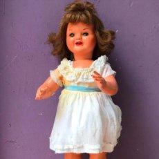 Muñeca Cayetana: BONITA MUÑECA AÑOS 40 ANDADORA - CHELITO? CAYETANA? VER FOTOS. Lote 104808519