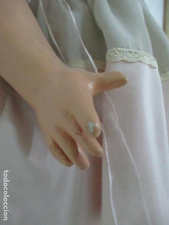 Muñeca Cayetana: Preciosa Muñeca Andadora - Marca Diana - Celuloide - Vestido Original - Cabello Mohair - 67cm Altura - Foto 7 - 147868450
