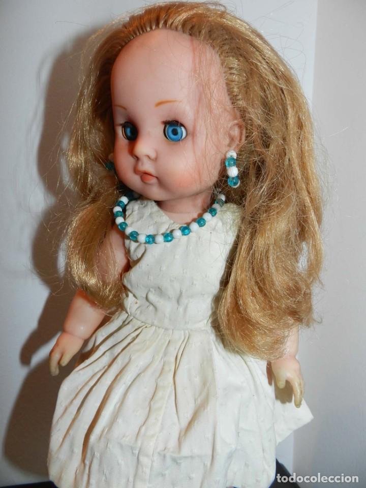 Muñeca Cayetana: Muñeca de finales de los 50, no lleva marca- cabeza y cuerpo de vinilo muy compacto, ojo durmiente - Foto 2 - 198744791