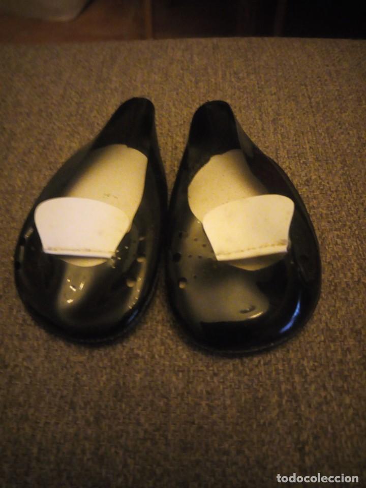 Muñeca Cayetana: Preciosos zapatos de charol con solapa para muñeca cayetana o similares. - Foto 2 - 209800003