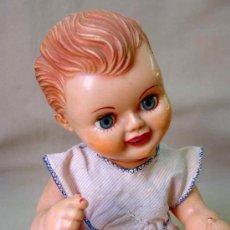 Muñeca española clasica: ANTIGUA MUÑECA PLASTICO RIGIDO, 1950S, FAMOSA ? OJOS DURMIENTES, LENGUA MOVIL, LLORON NO FUNCIONA. Lote 15321194