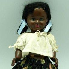 Muñeca española clasica: MUÑECA NEGRA CELULOIDE OJO DURMIENTE AÑOS 50 25 CM ALTO. Lote 20776084