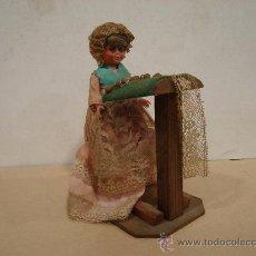 Muñeca española clasica: MUÑECA HILANDERA DE MADERA. ENCAJE BOLILLOS.. Lote 23138707