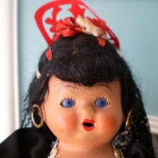Muñeca española clasica: MUÑECA ESPAÑOLA ANTIGUA DE BARRO TERRACOTA, OJOS CRISTAL. Lote 28362348