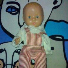 Muñeca española clasica: ANTIGUO MUÑECO VINILO GRUESO ROPA DE ORIGEN SIMILAR A QUIQUE HERMANITO DE MALIBU AÑOS 40. Lote 29246901