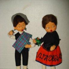 Muñeca española clasica: ANTIGUA PAREJA DE MUÑECA Y MUÑECO CON TRAJES TIPICOS 36 CM. DE ALTURA . AÑO 1950-60S.. Lote 32168738