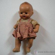 Muñeca española clasica: MUÑECO DE TERRACOTA, LOS OJOS SE LE HAN DESPEGADO Y ESTA DENTRO. Lote 34123236