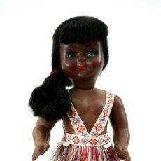 Muñeca española clasica: MUÑECA NEGRA CON OJOS VERDES - PELO DE MOHAIR - PLÁSTICO DURO - AÑOS 50. Lote 36165119