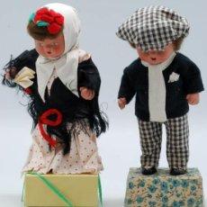 Klassische spanische Puppen - Pareja chulapos Madrid muñecos terracota traje típico regional base cartón años 40 19 cm alto - 36795407