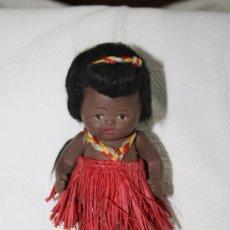 Muñeca española clasica: BONITA MUÑECA EN TERRACOTA VESTIDA DE HAWAIANA. EN . AÑOS 30-40. Lote 36829146