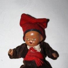 Muñeca española clasica: PRECIOSO BEBÉ EN TERRACOTA CON EL TRAJE REGIONAL CATALÁN. PRECISA RESTAURACIÓN. AÑOS 30. Lote 37050367
