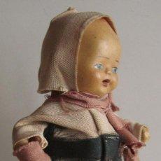 Muñeca española clasica: MUÑECA DE TERRACOTA CON ESTRAÑO VESTIDO ORIGINAL DE 15 CM. DE ALTURA AÑOS 40. Lote 39418473