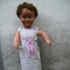 Muñeca española clasica: BONITA MUÑECA COMPOSICION DE PLASTICO Y CABEZA DE CELULOIDE 74CMS AÑOS 50. Lote 41060008