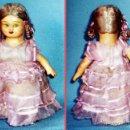 Muñeca española clasica: ANTIGUA MUÑEQUITA DE CARTON PIEDRA PINTADA CON MOVIMIENTO DE CABEZA Y BRAZOS A CUERDA. ALTURA 18 CM.. Lote 41089798