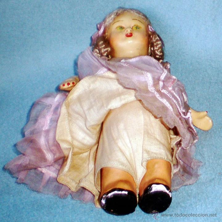 Muñeca española clasica: ANTIGUA MUÑEQUITA DE CARTON PIEDRA PINTADA CON MOVIMIENTO DE CABEZA Y BRAZOS A CUERDA. ALTURA 18 cm. - Foto 2 - 41089798
