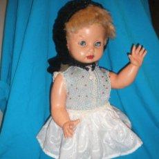 Muñeca española clasica: MUÑECA CATERINA DE ICSA (IBERICA COMERCIAL) FUNCIONA.. Lote 41780892