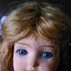 Muñeca española clasica: ANTIGUA MUÑECA PAGES DE CARTÓN PIEDRA,PASTAS,TEJIDO RELLENA DE SERRÍN .OJOS DE CRISTAL.. Lote 43275349