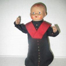 Muñeca española clasica: ANTIGUO MUÑECO CON SOTANA Y CABEZA DE PASTA O SIMILAR CON BRAZOS POSICIONABLES. Lote 43899784