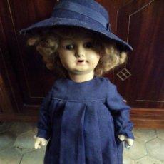 Muñeca española clasica: ANTIGUA MUÑECA CARTON PIEDRA TRAJE COLEGIO. Lote 45300700
