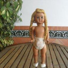 Muñeca española clasica: ANTIGUA MUÑECA FABRICADA EN CELULOIDE NO SE LE VE MARCA PELO COLOR DORADO CON LLORON. Lote 46024932