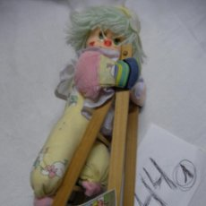 Muñeca española clasica: ANTIGUO PAYASO PELUCHE CON ESCALERA DE MADERA - MUÑECAS LAYNA - ENVIO GRATIS A ESPAÑA . Lote 46874927