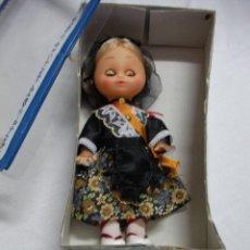 Muñeca española clasica: ANTIGUA MUÑECA CON TAJE TRADICIONAL CATALAN. Lote 46874962