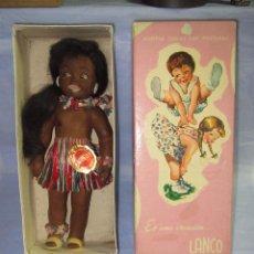 Muñeca española clasica: MUÑECA HAWAIANA NEGRITA ADOPTA TODAS LAS POSTURAS EN CAJA ORIGINAL PELO NATURAL DE LANCO - AÑO 1950S. Lote 49123849