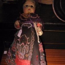 Muñeca española clasica: ANTIGUA MUÑECA DE CARTÓN PIEDRA OJOS DE CRISTAL Y TRAJE REGIONAL ORIGINAL - FEA PERO MUY GRACIOSA. Lote 49183101