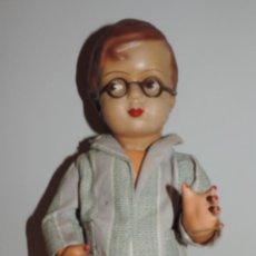 Muñeca española clasica: ANTIGUO MUÑECO ARTURITO AÑOS 40, REALIZADO EN CARTON PIEDRA CON PELUCA, OJOS, Y BOCA DECORADO, LLEVA. Lote 49219469