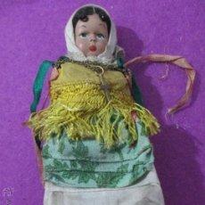 Muñeca española clasica: MUÑECA ANTIGUA PLASTICO DURO, PELO DE HILO, MIDE APROX. 14,5 CM. Lote 52393544