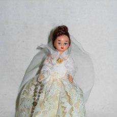 Muñeca española clasica: PEQUEÑA MUÑECA CON TRAJE DE BODA. 13,5 CM. ALTO. CELULOIDE Y PELO MOHAIR. AÑOS 40-50. Lote 52958546