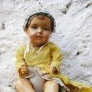 Muñeca española clasica: MUÑECA O MUÑECO BEBE MUY ANTIGUO EN CARTON PIEDRA O TERRACOTA VER FOTOS. Lote 49983400