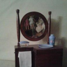 Muñeca española clasica: PRECIOSO MUEBLE COQUETA ANTIGUO,PARA DORMITORIO DE MUÑECAS ,CON COMPLEMENTOS. Lote 52973684